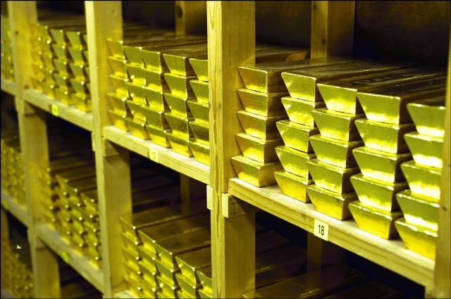 Голландия возвращает золото из США