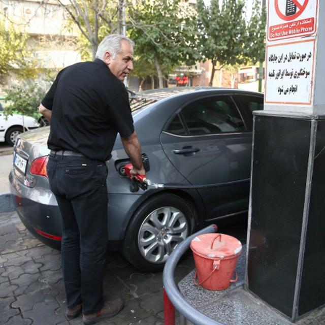 Президент Ирана издал указ о помощи пострадавшим от повышения цен на бензин