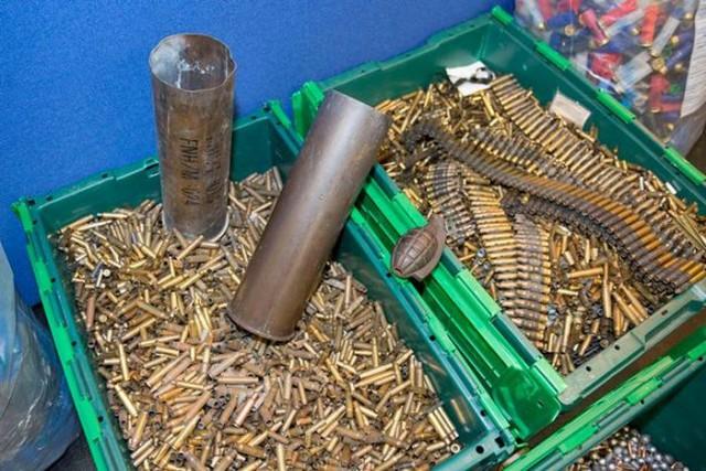 В Великобритании полиция обнаружила склад оружия в доме умершего мужчины
