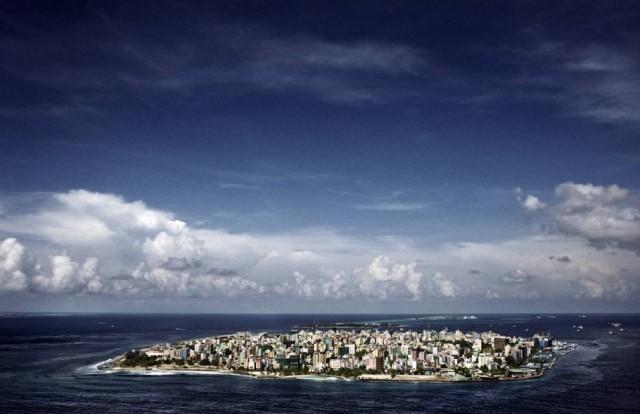 Мальдивы - борьба с океаном и мусором