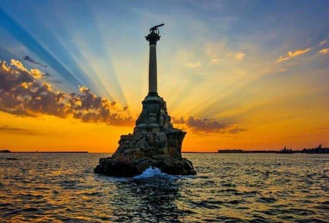 Памятник затопленным кораблям: колдовство и реальность