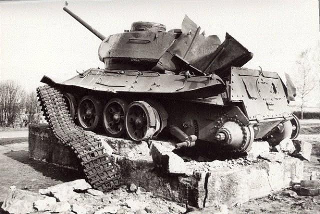 Взорванный Т-34 памятник в Валга