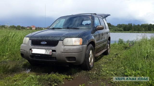 Продаю Ford Escape 3.0 2000 года. Цена 250000 рублей.