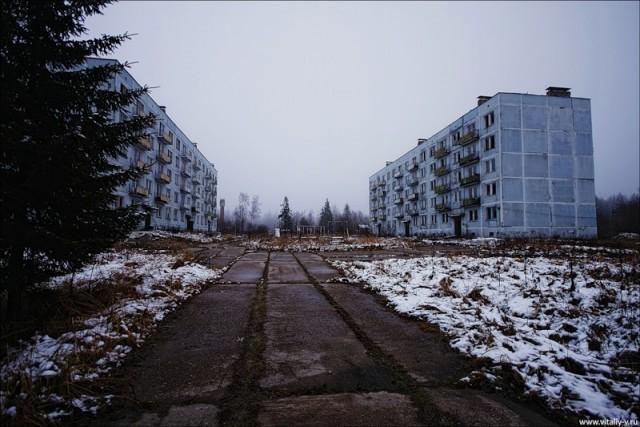 Заброшенный военный городок.