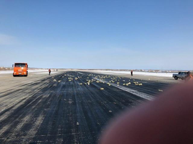 В Якутске из вылетавшего самолета АН-12 просыпалось золото. На борту его было больше чем на 21 миллиард