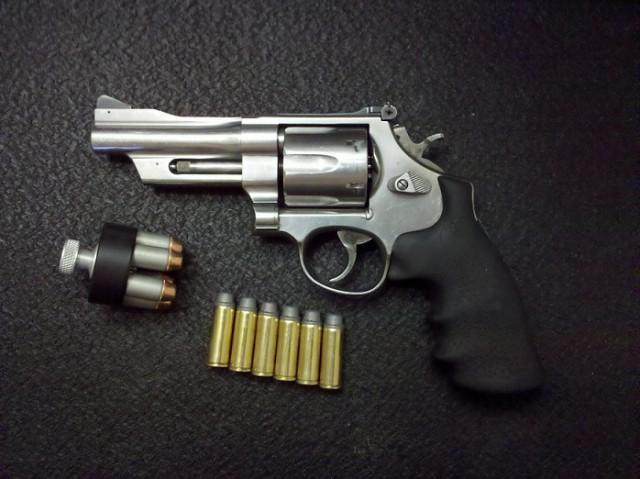 Зачем нужны выемки на барабане револьвера