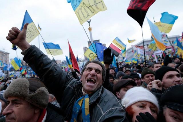 Годовщину начала Майдана на Украине сегодня отметят сотнями массовых акций