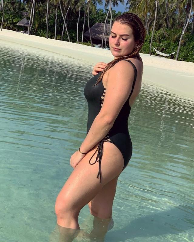 """Хорошо кушает, видать! Дочка Абрамовича показала свои """"активы"""", выложив пляжные фото с Мальдив"""