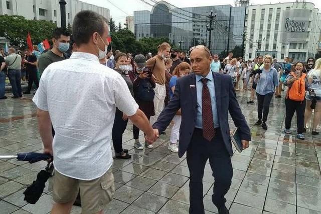 В Хабаровске митинг посетил председатель исполнительного комитета Уссурийска Виталий Наливкин