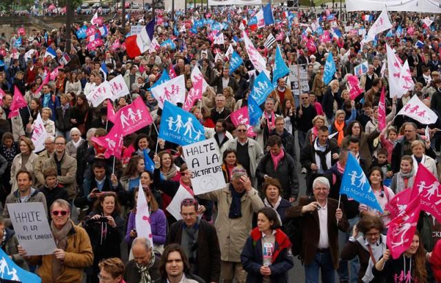 Десятки тысяч парижан вышли на марш против однополых браков