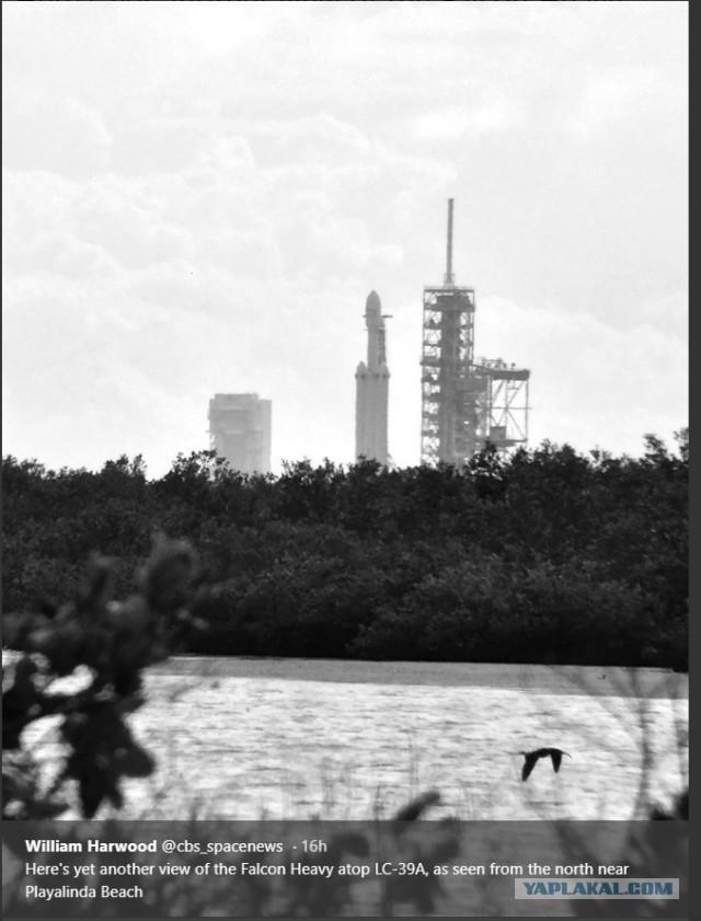 Falcon Heavy установлена на стартовом столе