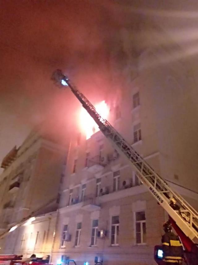 А у нас сегодня горел дом, а у вас? Пожар на Никитском бульваре в Москве
