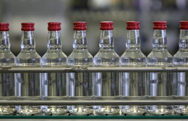 Больше 50% россиян поддерживают запрет продажи алкоголя до наступления 21 года