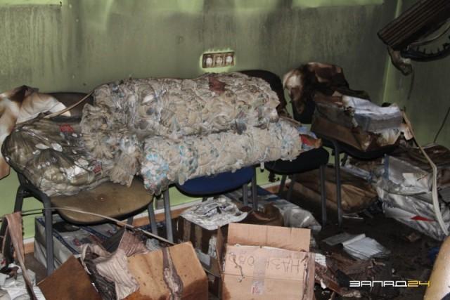 В городе Назарово Красноярского края злоумышленники сожгли предвыборный штаб «Единой России»