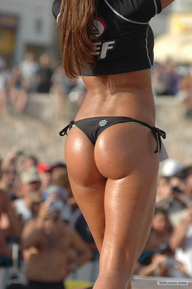 Спортивно-пляжные попки!