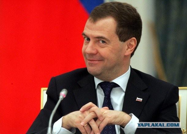 Правительство уйдет в отставку после 7 мая, заявил Медведев
