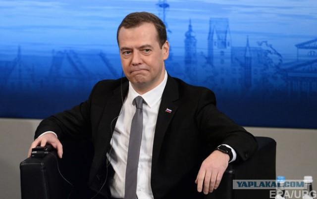 Медведев заявил об отсутствии безработицы в России