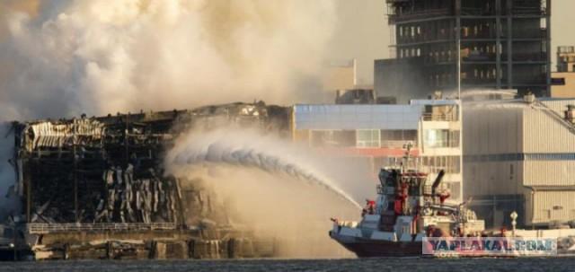 В Нью-Йорке горит хранилище документов