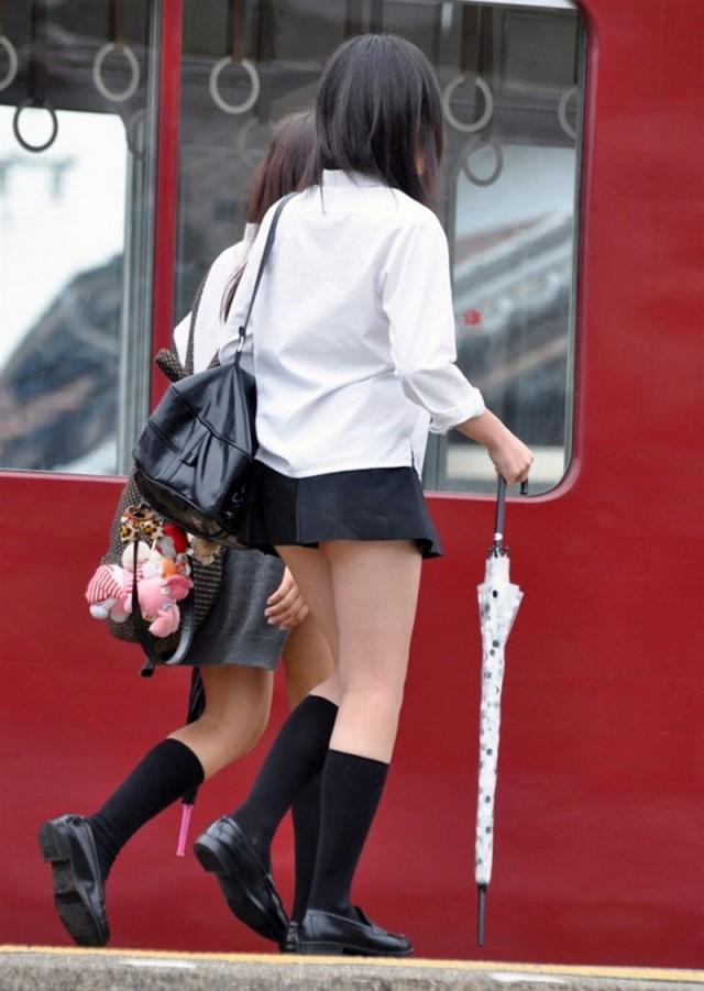 фото у старшеклассниц под юбкой