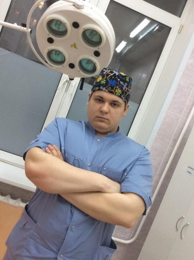 «Боролись за него две недели»: в Хакасии умер 26-летний врач-травматолог, от которого пациент утаил свой диагноз COVID-19