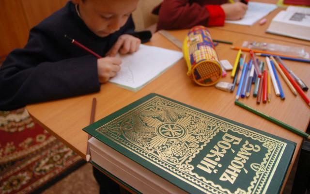 Родители учеников московской школы добились отмены православного курса «Истоки»