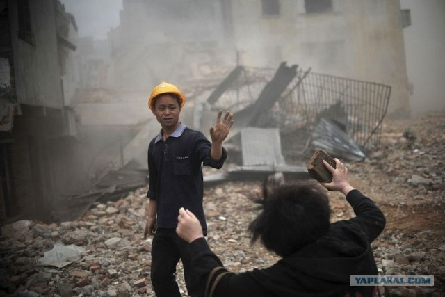 Строители перепутали и снесли жилой дом