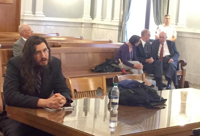 В Нью-Йорке родители через суд заставили 30-летнего безработного сына съехать от них