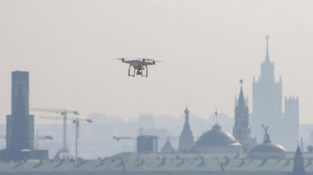 Власти обещали, что в Москве за соблюдением дистанции в летних кафе будут следить дроны