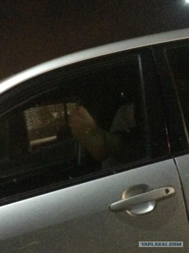 Публичный секс на парковке Глобуса закончился разбитым стеклом