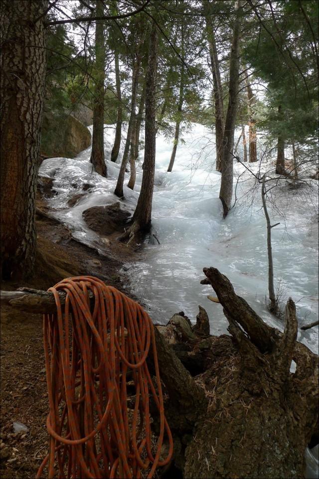 Замерзшая горная река