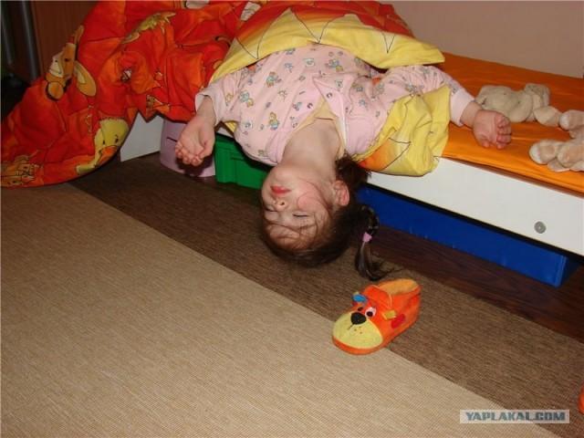 Ребенок спал и упал с кровати