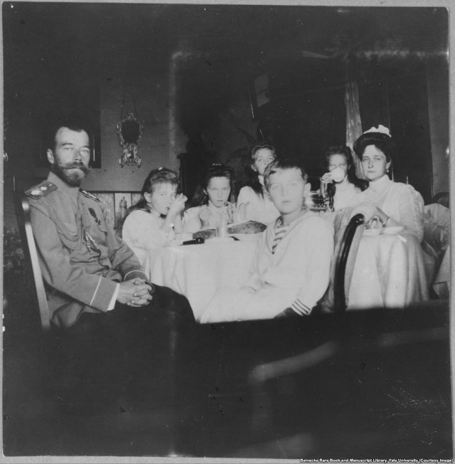 Перед расстрелом: редкие фотографии российской царской семьи