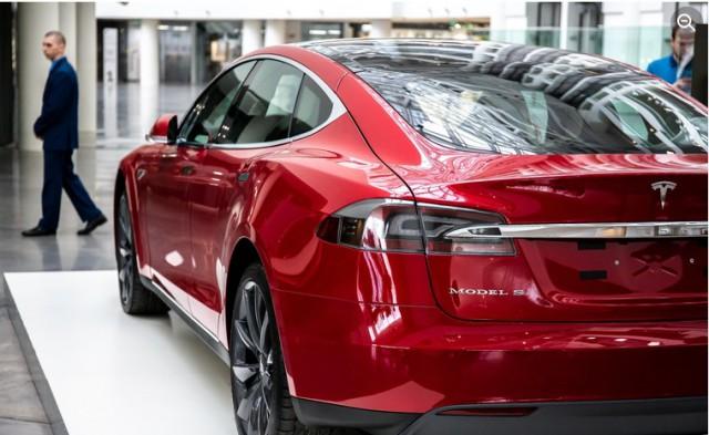 Ключи электрокара Tesla вышли из строя через три месяца после покупки. Владелица вернула 20 миллионов через суд