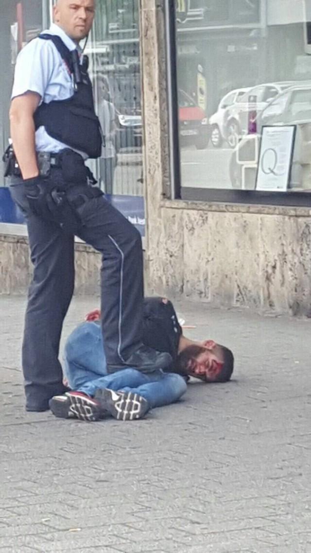 Мигрант в Германии напал с ножом на беременную женщину