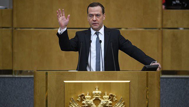 Медведев заявил, что на повышение МРОТ нет денег