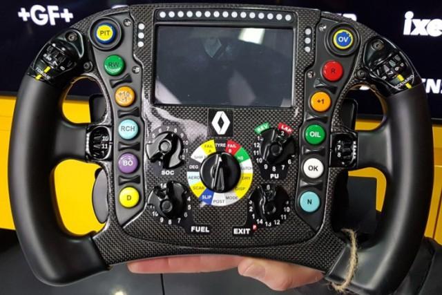 Не жми без подсказки! Для чего все эти кнопки и рычажки на руле Формулы-1