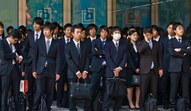 Японское правительство обнаружило «беспокоящее» количество молодых девственников