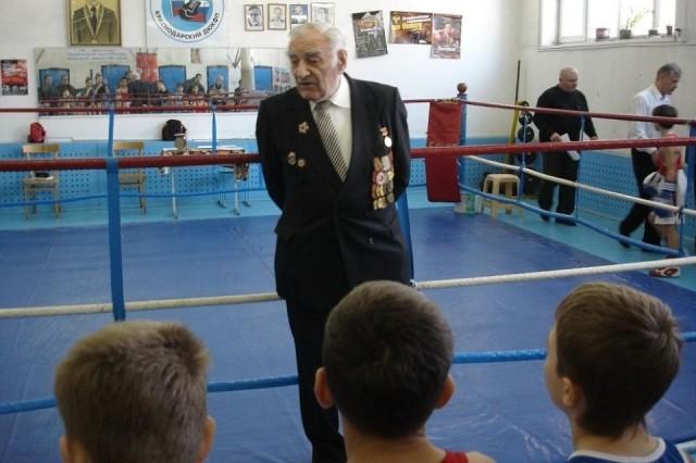 Суд оправдал молодого боксера, ударившего 89-летнего ветерана войны