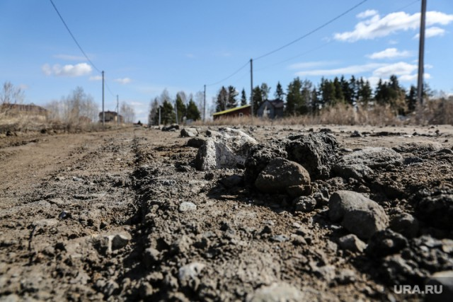 Власти Тюменской области снесли дорогу, которую построили жители