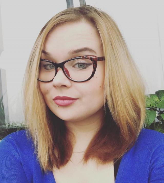 Педагога по вокалу из Красноярска повторно уволили из-за фото в соцсетях