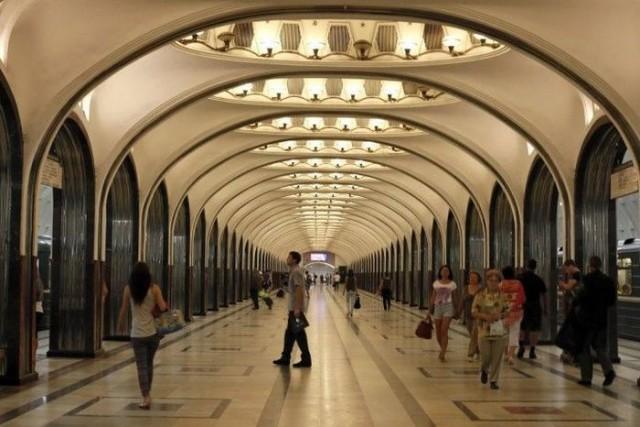 Иностранная туристка в Московском метро
