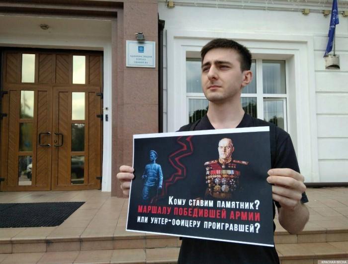 Организатору пикета против скандального памятника пригрозили полицией