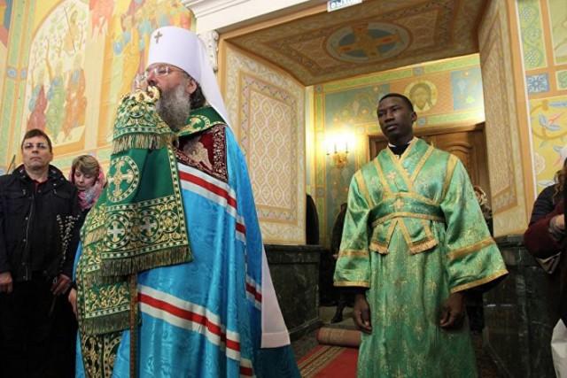Как чернокожий студент из Судана стал православным священнослужителем на Урале