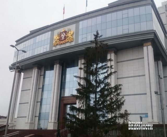 Свердловский депутат наводит порядок в Заксобрании: простым смертным запретили обедать в одной столовой с парламентариями