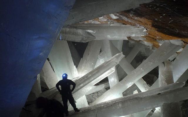 В глубине кристальной пещеры!
