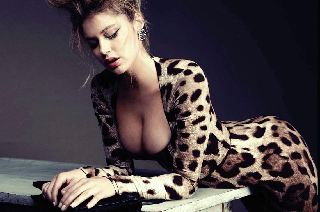 Красивая тридцатилетняя девушка
