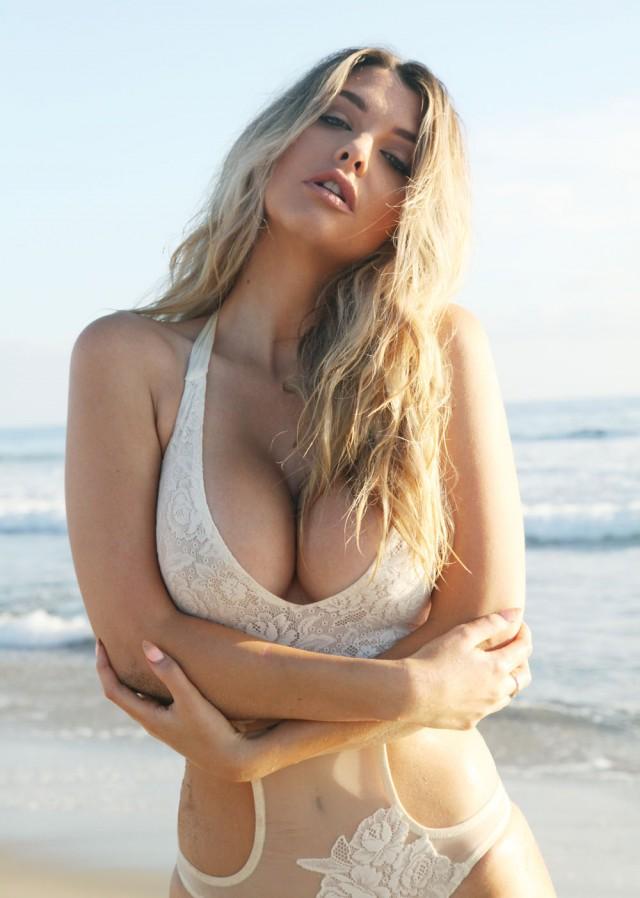 Hot blonde lezbians naked pics