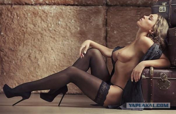 Фото красивых голых женщин в чулках