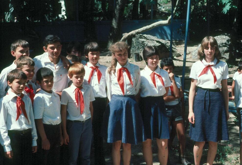 Юные пионерки в лагере порно