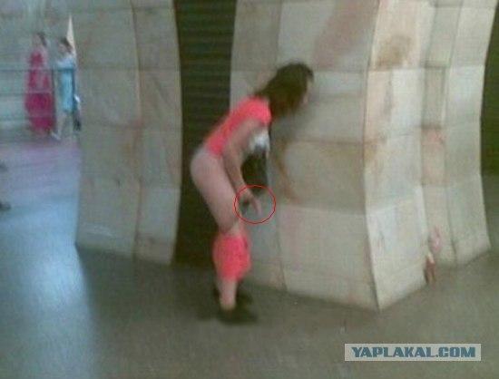 Видео девушка срёт за углом фото 538-779